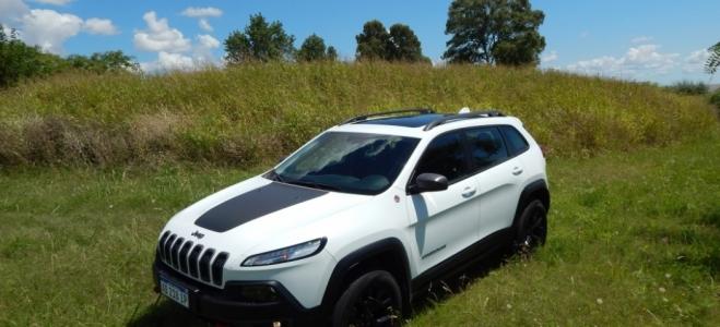 Jeep Cherokee Trailhawk, a prueba. Emblema del 4x4, muestra una renovación total en equipo y tecnología, con un propulsor veterano