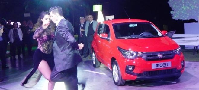 Lanzamiento. Fiat presenta en la Argentina el Mobi, flamante compacto, con nuevo motor naftero de 999 cc con 70 CV. Video