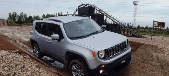 Lanzamiento. Jeep presenta en la Argentina el Renegade, un SUV, con tracción 4x2 y 4x4, para competir entre los compactos