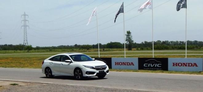 Manejamos los dos autos de la nueva generación del Honda Civic, que se acaban de presentar en la Argentina