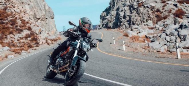 Motos. Benelli Argentina presenta la actualización de la 302S, con rediseño, novedades y un motor de 38 caballos de fuerza