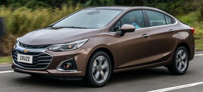 Lanzamiento. Chevrolet Argentina presenta la actualización del Cruze, el modelo nacional, en versiones hatchback y sedán