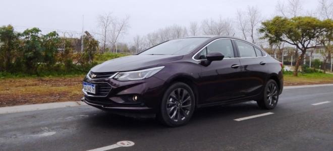 Chevrolet Cruze sedan, a prueba. Tecnología, buen equipamiento y alta calidad para el auto made in Argentina