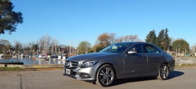 Prueba del Mercedes-Benz Clase C. Evolución de vanguardia en el renovado sedan premium