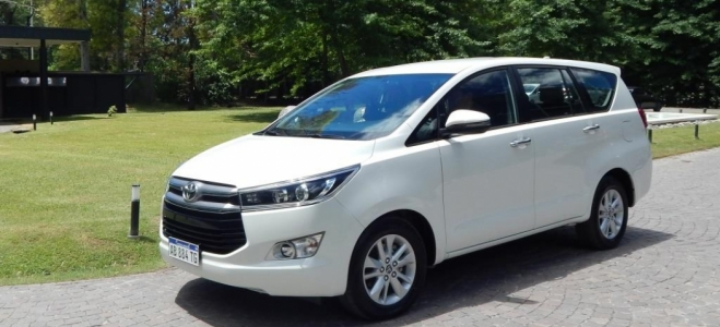 Lanzamiento. Toyota presenta la flamante Innova, una minivan de ocho asientos, derivada de la plataforma Hilux. Mirá el Video