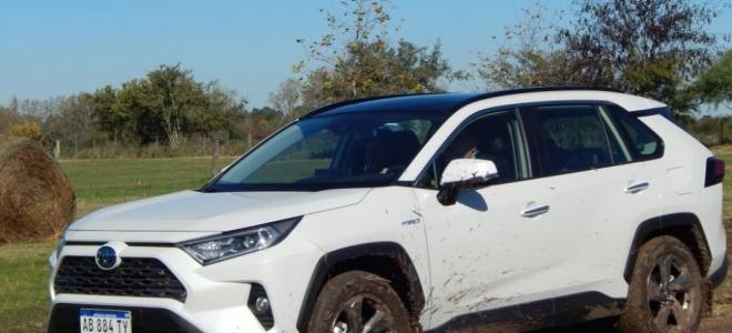 Lanzamiento. Toyota ofrece en nuestro mercado la flamante RAV4 Híbrida, con propulsión híbrida (nafta + eléctrico) de 218 y 222 CV