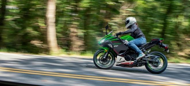 Lanzamientos. Kawasaki presenta en nuestro mercado la Ninja 400 ABS KRT, con motor de 45 CV y buena tecnología