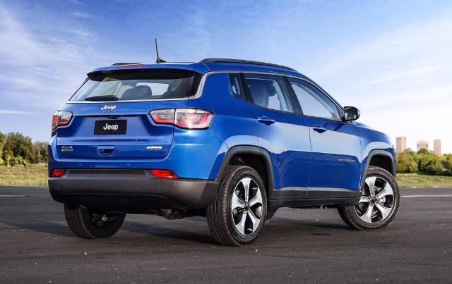 Jeep Compass present 17 tras