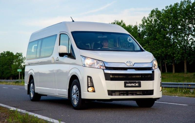 TOYOTA HIACE lanz21 Commuter front2